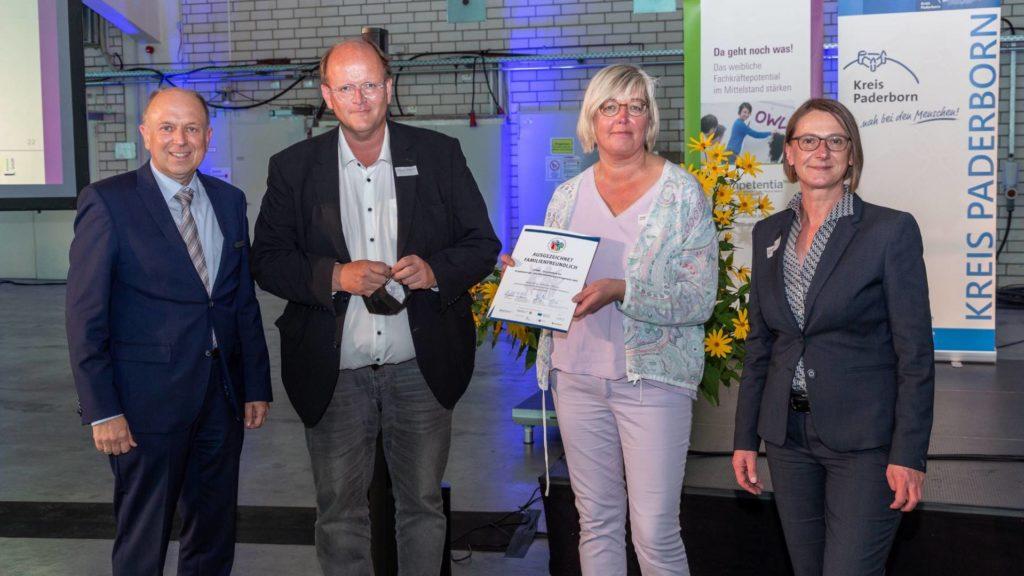 Gruppenfoto zur Auszeichnung der gpdm als Familienfreundliches Unternehmen